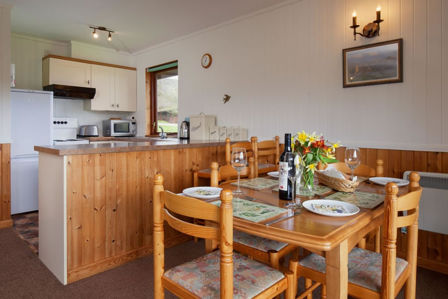 Pine Tree Lodge Dining / Kitchen