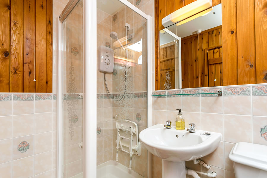 Cherry Tree Lodge Bathroom